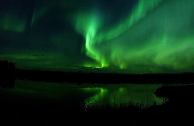 オーロラ、フィンランド、時期、場所、服装、確率、オーロラツアー、子連れ、ブログ、予報
