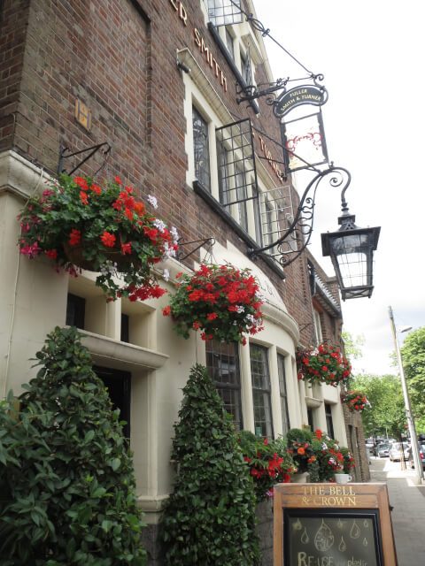 ロンドン パブ おすすめ チズィック Bell & Crown